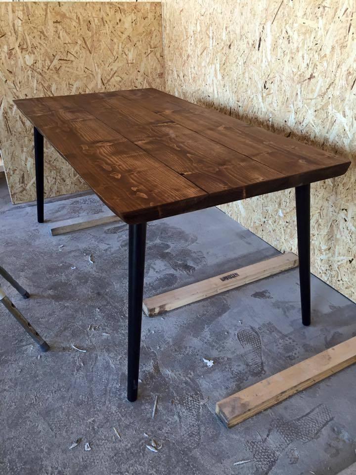 Kompletter dit indretning med et hipt plankebord